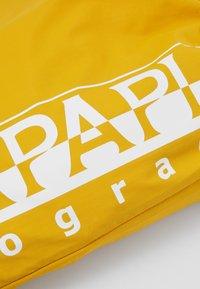 Napapijri - HACK GYM - Sportovní taška - mango yellow - 3