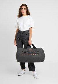 Napapijri - BERING  - Sports bag - dark grey solid - 5