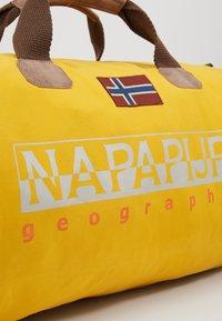Napapijri - BERING - Weekendtas - mango yellow - 6