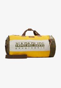 Napapijri - HERING DUFFLE - Taška na víkend - mango yellow - 6