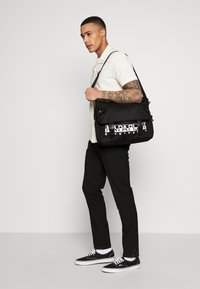 Napapijri - HAPPY MESSENGER  - Umhängetasche - black - 1