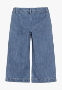 Name it - NMFBACULOTTA WIDE PANT - Flared Jeans - medium blue denim - 1