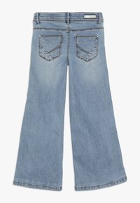 Name it - NKFATERETE WIDE PANT - Jeans bootcut - light blue denim - 1