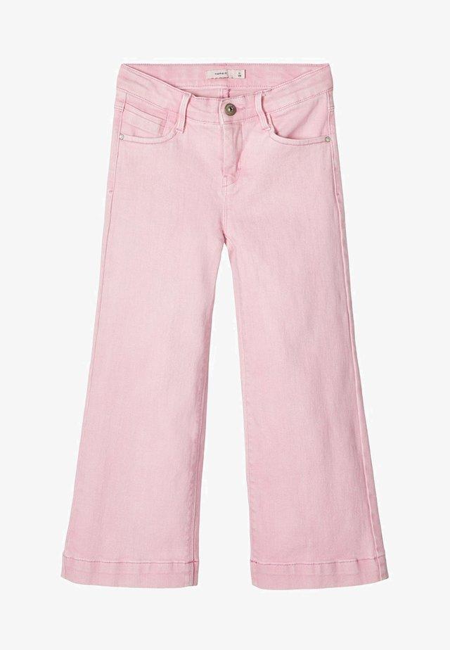 MIT WEITEM BEIN 7/8 - Relaxed fit -farkut - pink