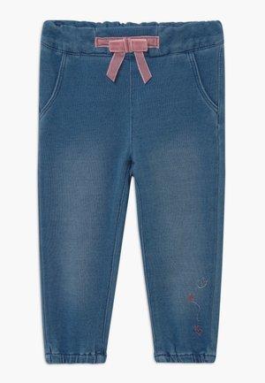 NBFRIE - Kalhoty - medium blue denim
