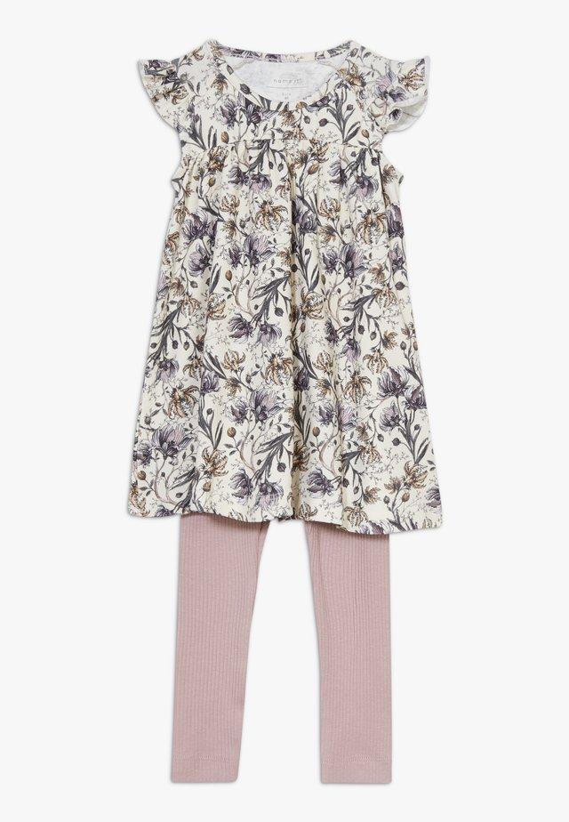 NBFFUTINA DRESS NBFFLORINA SET - Leggings - whisper white