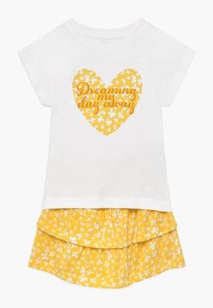 ROCK T-SHIRT UND - Áčková sukně - bright white