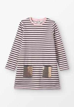 NKFBIRTHE DRESS - Robe d'été - strawberry cream