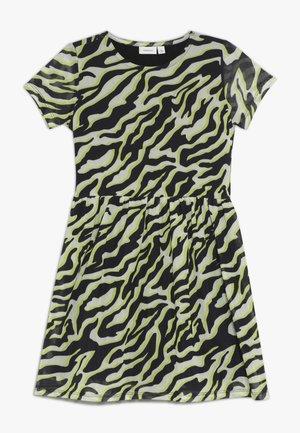 NKFLUCKY DRESS - Denní šaty - pastel yellow