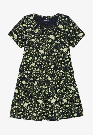 NMFKIA DRESS - Žerzejové šaty - dark sapphire