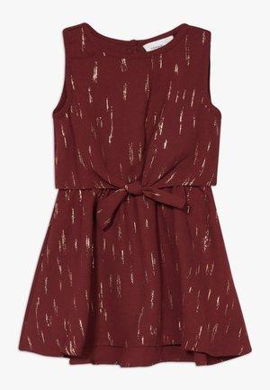 NMFRITALINA DRESS CAMP - Koktejlové šaty/ šaty na párty - cabernet
