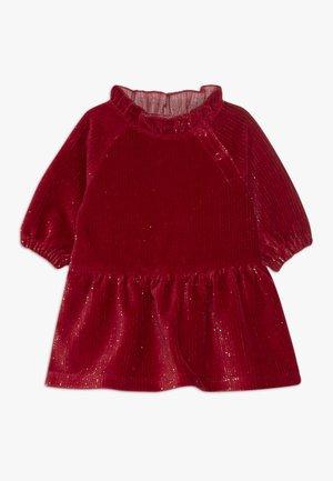 NBFRIGA DRESS - Koktejlové šaty/ šaty na párty - jester red