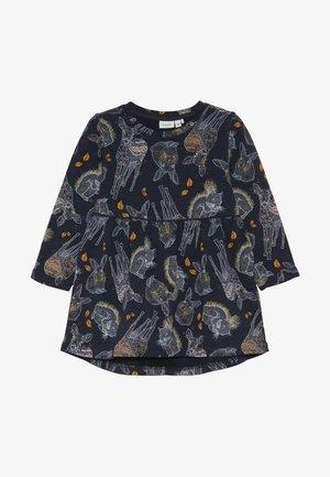 NMFSIGGIE LIGHT DRESS - Denní šaty - dark sapphire