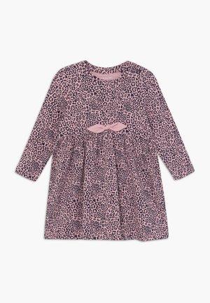 NBFTIANA DRESS - Jerseyklänning - pink nectar