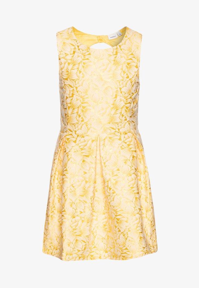 NKFFARYLE SPENCER - Cocktailkleid/festliches Kleid - aspen gold