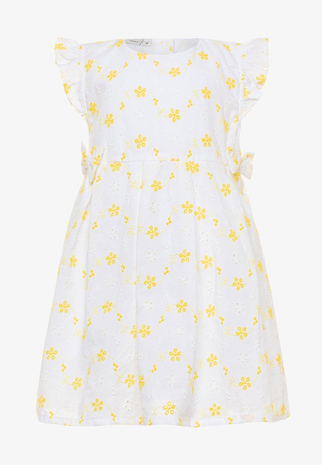 NBFFREJA SPENCER - Freizeitkleid - bright white