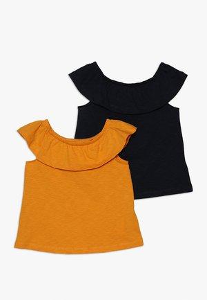 NKFVERITA 2 PACK  - Camiseta estampada - cadmium yellow/dark sapphire