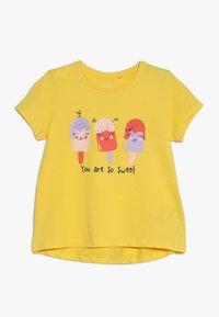 Name it - NMFVIOLET 2 PACK - Print T-shirt - bright white/primrose yellow - 2