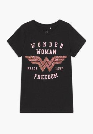 NKFWONDERWOMEN FILUCA - T-shirt print - black