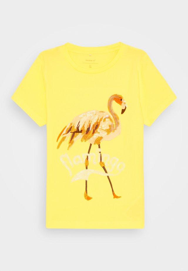 NKFHULAI - Camiseta estampada - limelight