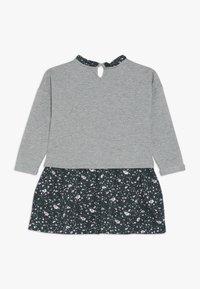 Name it - NMFNENYAS LIGHT SWEAT DRESS - Vardagsklänning - green gables - 1