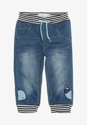 NBMBOB DNMBAJAKE PANT - Jeans Tapered Fit - medium blue denim