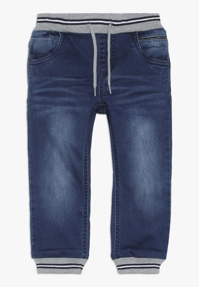 NMMBOB PANT - Jeans fuselé - medium blue denim