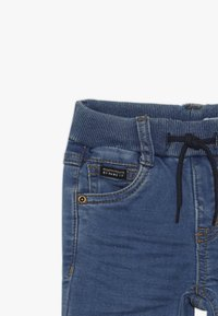 Name it - NMMROBIN PANT - Džíny Slim Fit - medium blue denim - 3