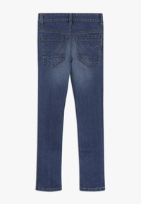 Name it - NKMTHEO PANT - Vaqueros boyfriend - medium blue denim - 1