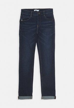 NKMTHEO PANT - Džíny Slim Fit - dark blue denim