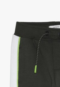 Name it - NMMKOVER PANT - Pantalones deportivos - forest night - 5