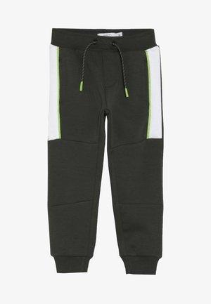 NMMKOVER PANT - Pantalon de survêtement - forest night