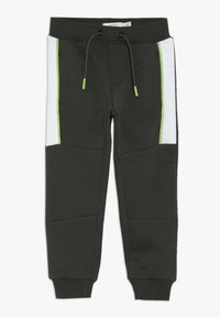 Name it - NMMKOVER PANT - Pantalones deportivos - forest night - 0