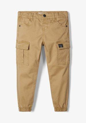 BAGGY FIT - Cargo trousers - kelp