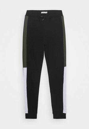 NKMKALVIN PANT - Teplákové kalhoty - black
