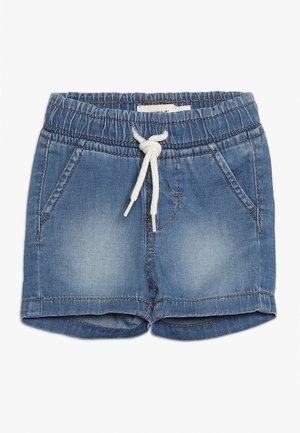 NBMRYAN DNMABEN SHORTS - Jeans Shorts - light blue denim