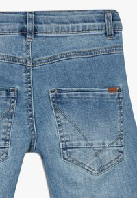 Name it - NKMSOFUS LONG - Szorty jeansowe - light blue denim - 4