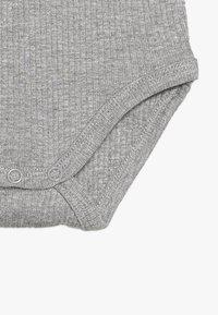 Name it - NBMJEX BODYNBNJERS SCARF BIB SET - Top sdlouhým rukávem - grey melange - 4