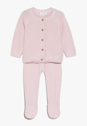 NBNNEVAN KNIT GIFTBOX - Vest - barely pink