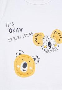 Name it - NBMHENNO TOP BOX - T-shirt imprimé - bright white - 4