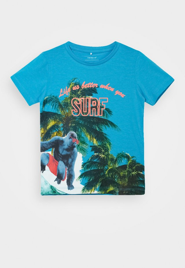 NMMHJALDE CAMP - Camiseta estampada - hawaiian ocean