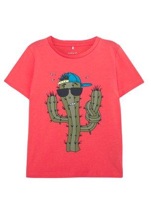 NMMJUBBE   - Camiseta estampada - calypso coral