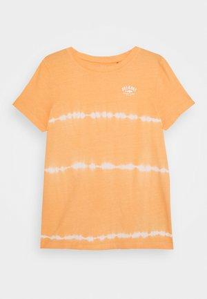 NKMVANO  - Print T-shirt - canteloupe