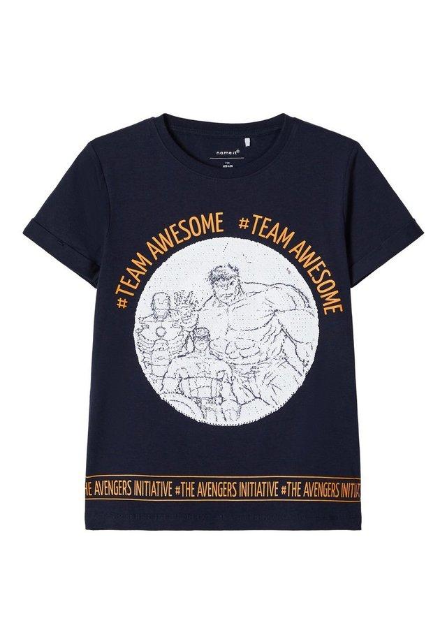 AVENGERS WENDEPAILLETTEN - T-shirt print - dark sapphire