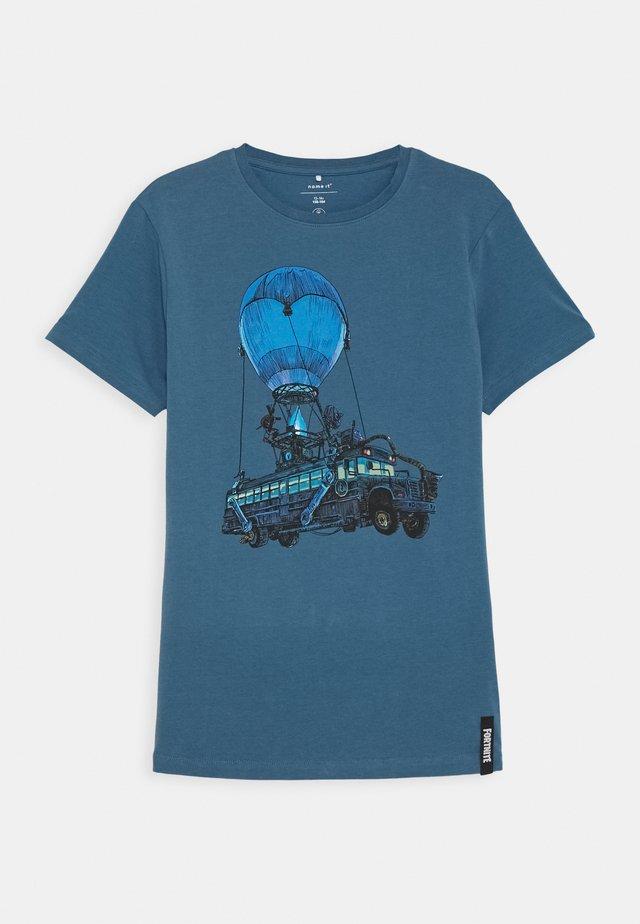 NKMFORNITE STIAN BOX - T-Shirt print - stellar