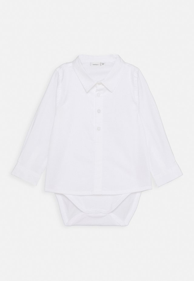 NBMDANDERS BODY BABY 2IN1 - Vapaa-ajan kauluspaita - bright white