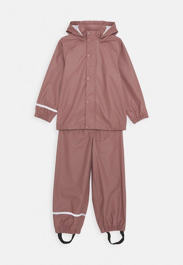 NKNDRY RAIN SET - Rain trousers - wistful mauve