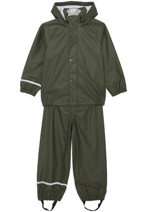 NKNDRY RAIN SET - Rain trousers - thyme