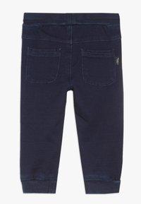 Name it - NBMROMEO DNMTRUE PANT - Trousers - dark blue denim - 1