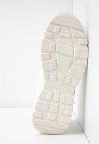 NA-KD - MIX CHUNKY TRAINERS - Zapatillas - white - 6